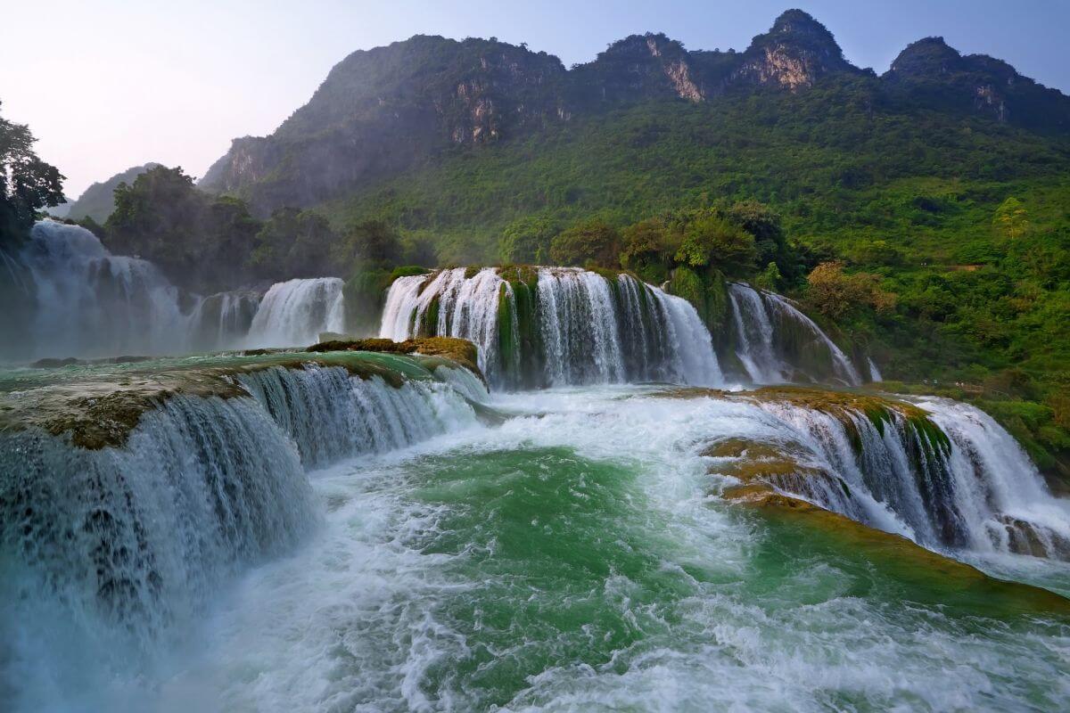 น้ำตกเต๋อเทียน (Detian Waterfall)